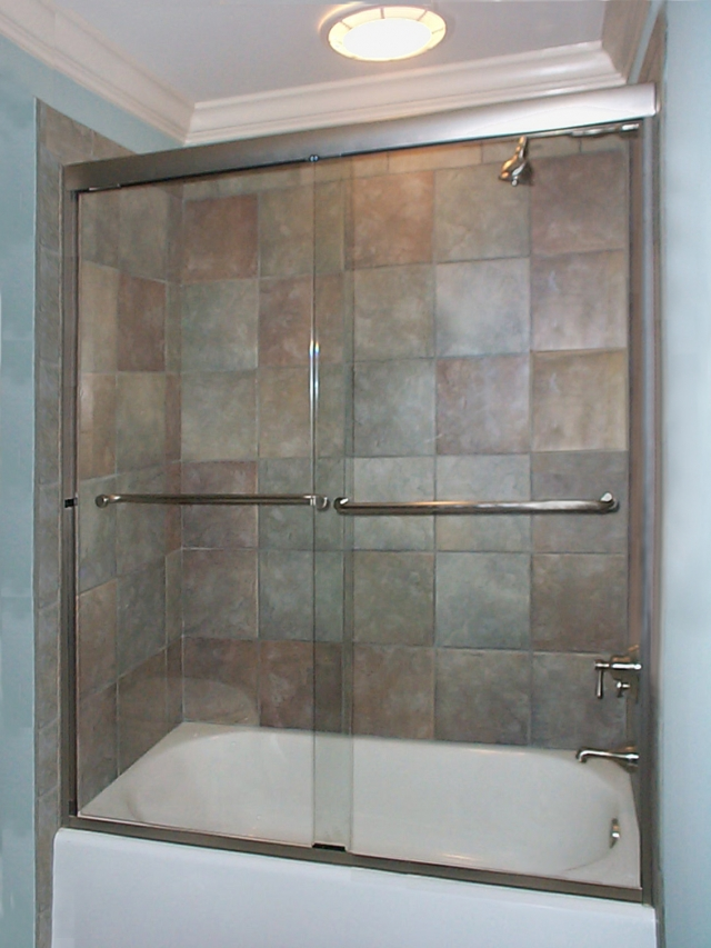 Bikini Bypass Tub with Thru-the-Glass Towel Bars