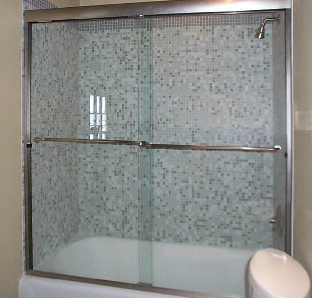 Bikini Bypass Tub with Thru-the-Glass Towel bars 2