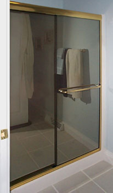 Bikini Shower with Thru-the-Glass Towel Bar in Reflective Glass