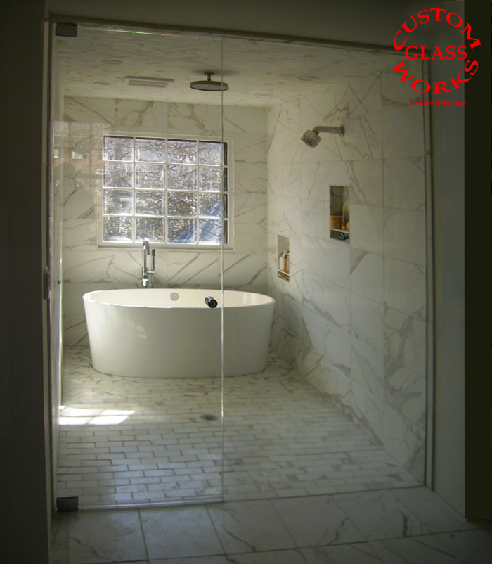Frameless Steam Room with Tub