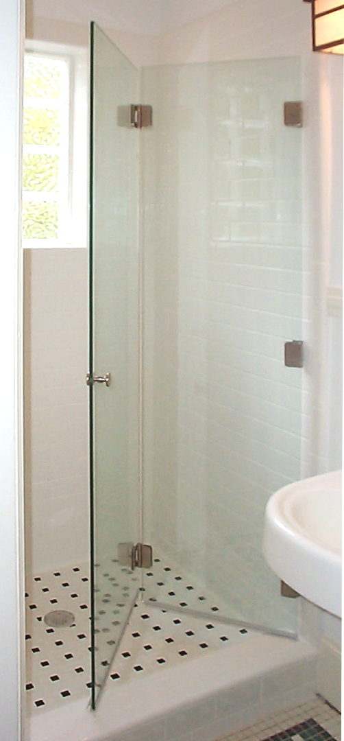 Frameless Bifold Middle